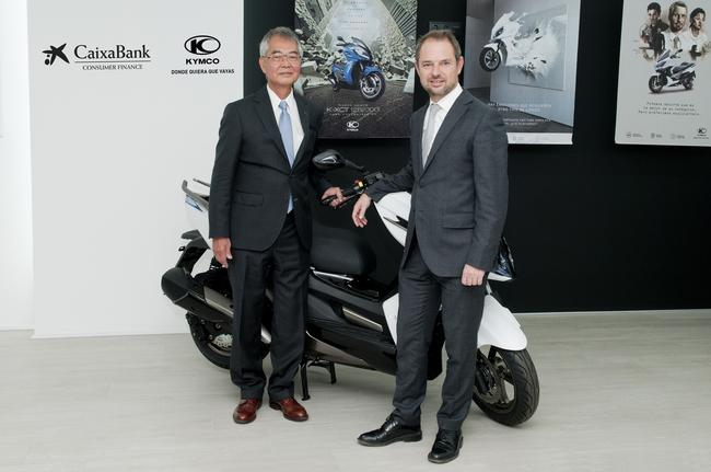 Kymco y Caixabank firman acuerdan financiar motos sin intereses