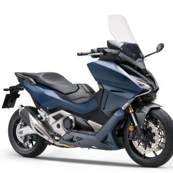 01 Honda Forza 750 Estudio Azul