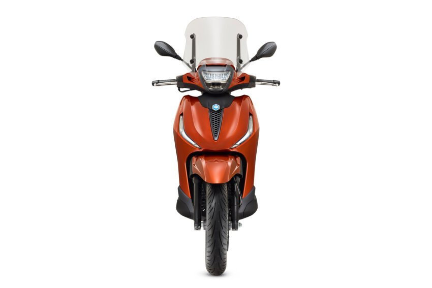 11 piaggio beverly 400 frontal